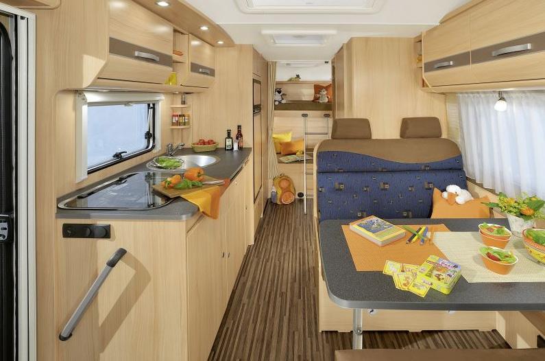 wohnmobil reisemobil gro f r die familie mieten vermitteln kaufen. Black Bedroom Furniture Sets. Home Design Ideas