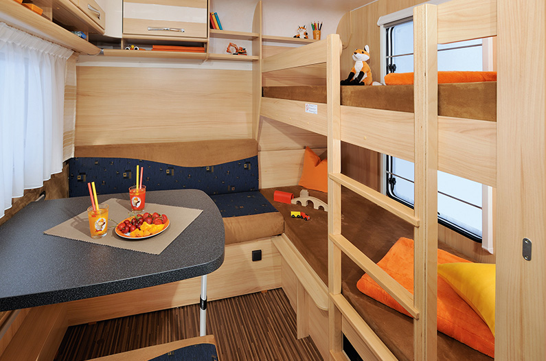 wohnwagen cravan klein bis mittel mieten vermitteln kaufen. Black Bedroom Furniture Sets. Home Design Ideas